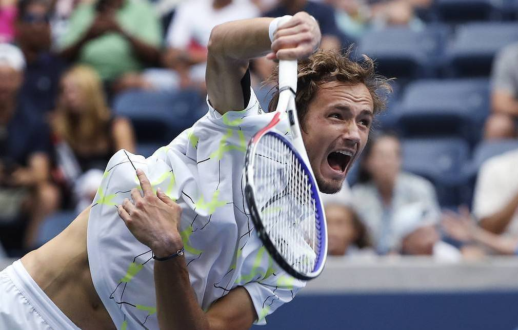 Federer crushes Goffin to reach US Open last 8