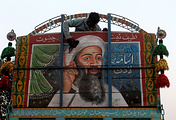 Image of Osama bin Laden seen on a truck in Pakistan (archive)