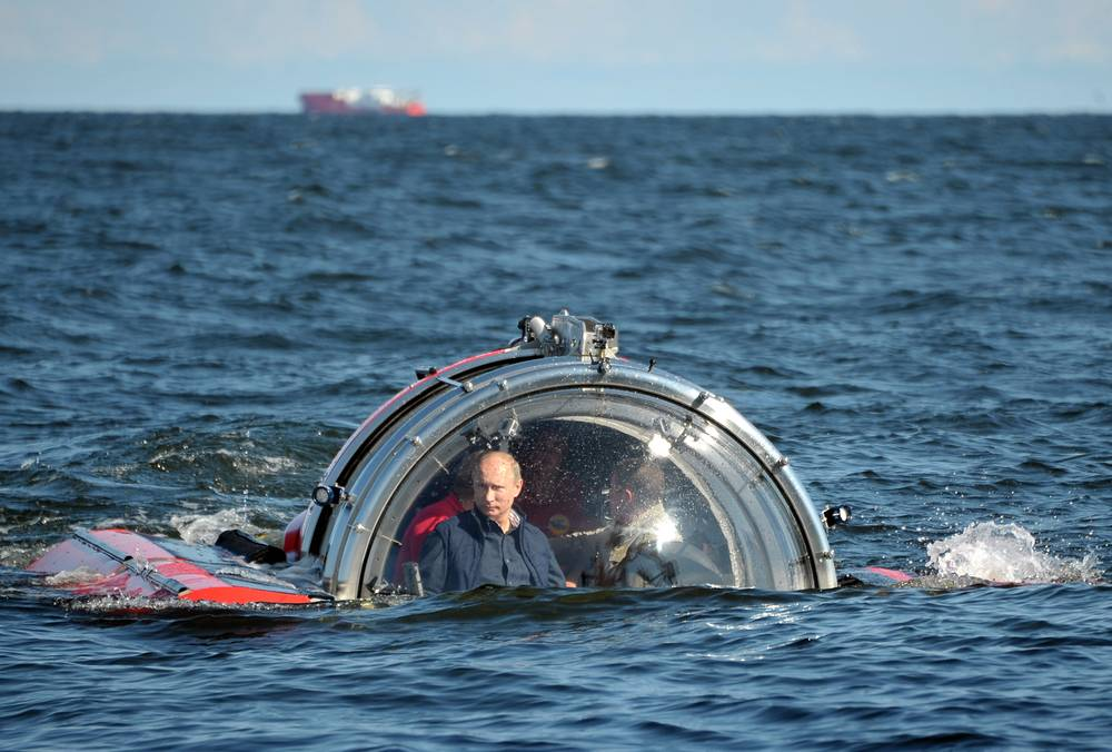 "Russian President Vladimir Putin dives in the Gulf of Finland to the place where sailing screw frigate ""Oleg"" that sunk in 1869 was found"