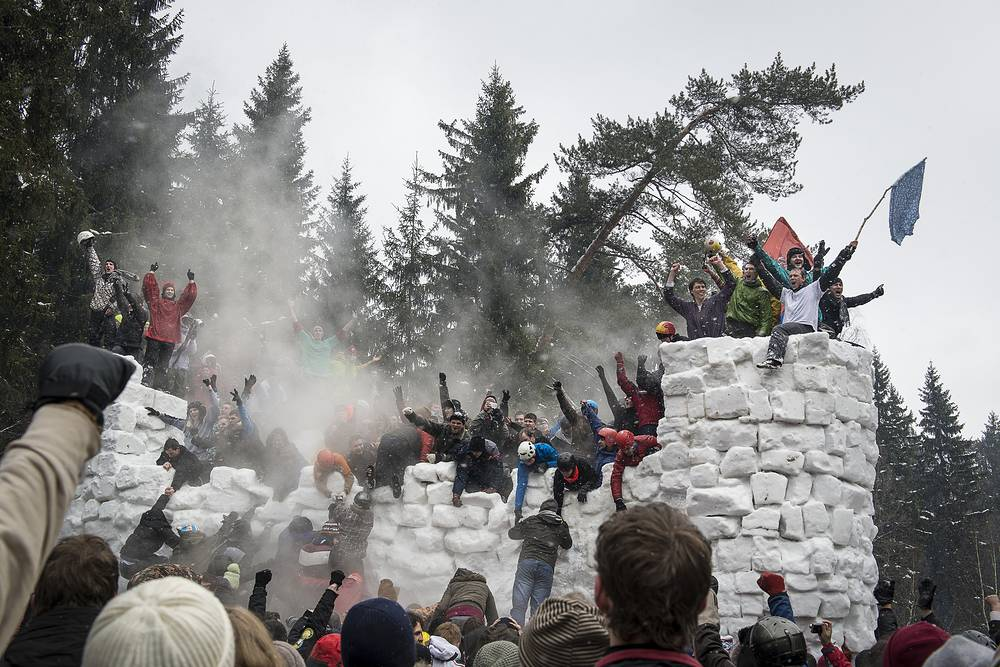 Capturing a snow fortress is also a common activity