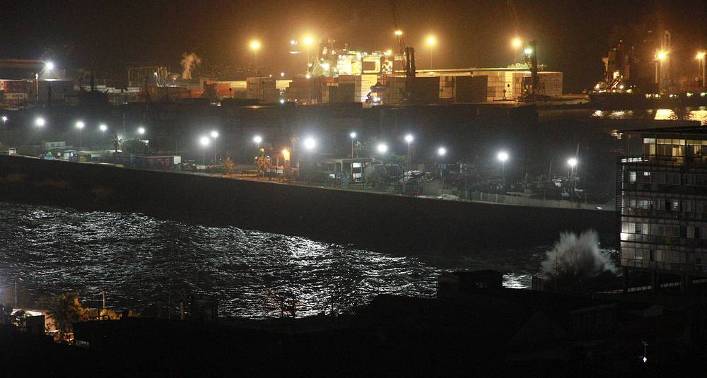 View of the port of Iquiqu after the tsunami alert