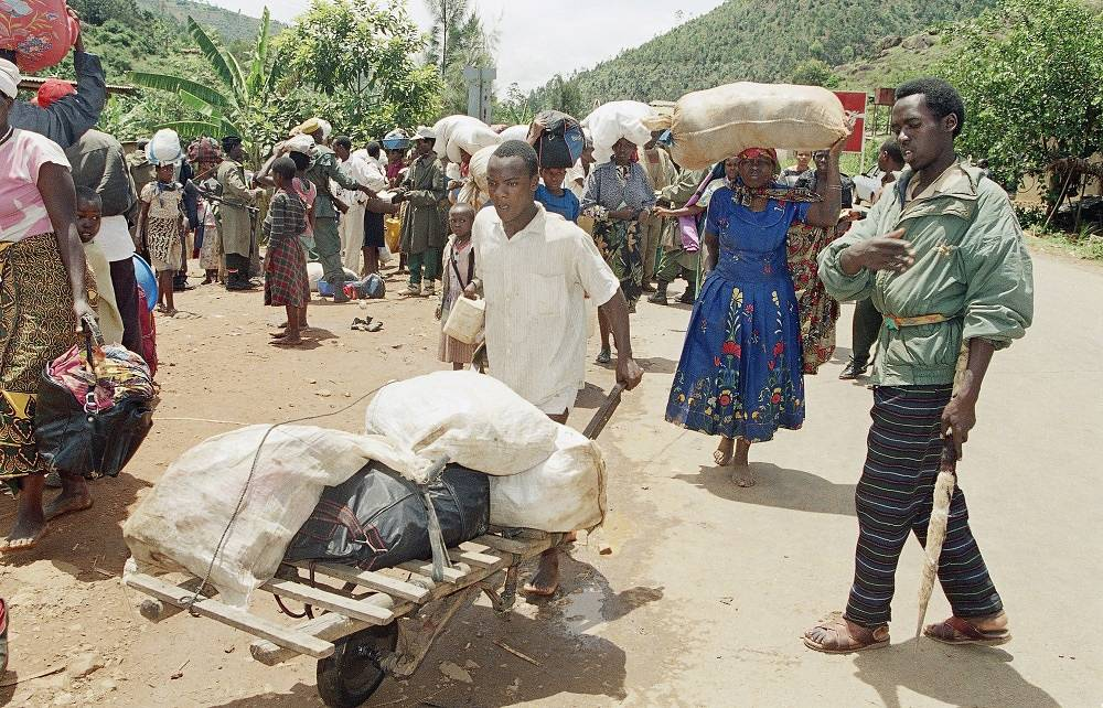 The Hutu-led government headed by Juvenal Habyarimana accused  Tutsi of trying to seize power in the political and economical spheres and supporting the rebels of the Rwandan Patriotic Front. Photo: refugees in Kigali in 1994