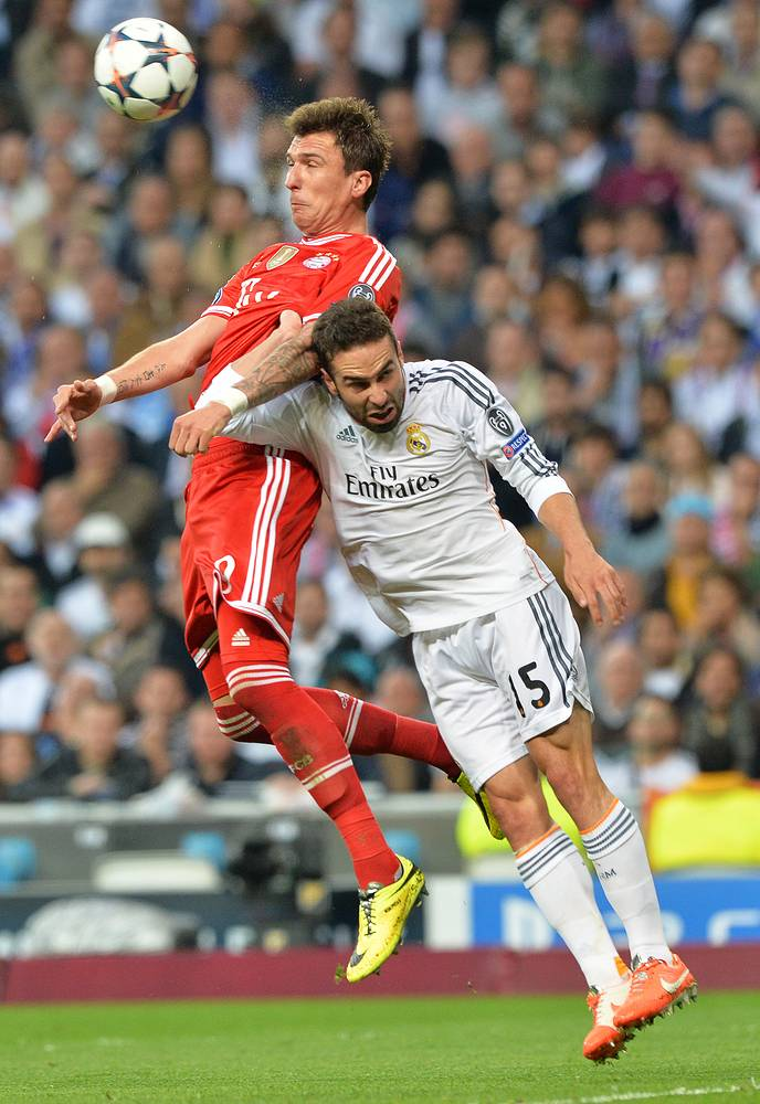 Bayern Munich's Mario Mandzukic (L)and Daniel Carvajal of Real Madrid