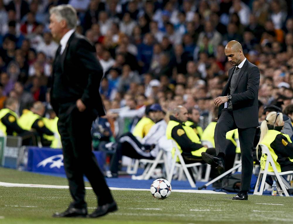 Bayern Munich's Spanish head coach Pep Guardiola (R) reacts next to Real Madrid's Italian head coach Carlo Ancelotti