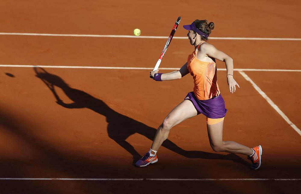 Simona Halep beat Andrea Petkovic of Germany 6-2 7-6 (7-4) in the second semifinal