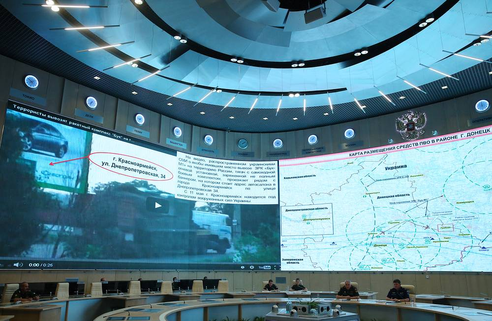 Russia's Defense Ministry official said the video is a fake as the images were taken in the city of Krasnoarmeisk, not in Krasnodon, as had been claimed by the Ukrainian side. Photo: proof of video manipulation presented at a briefing