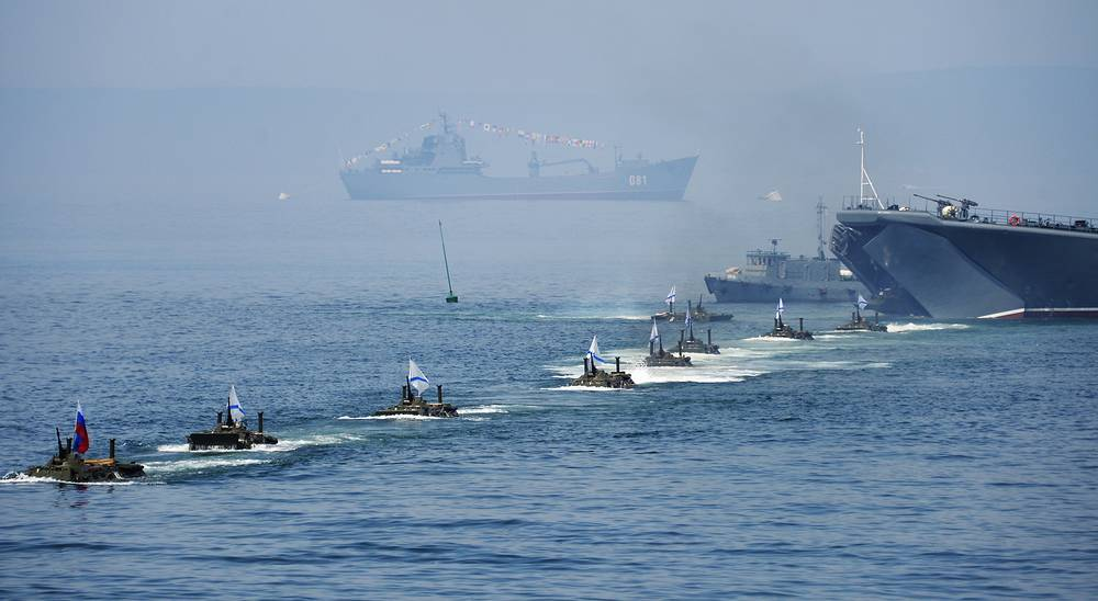 Landing of armoured personnel carriers BTR-80 during the Russian Navy Day parade in Vladivostok