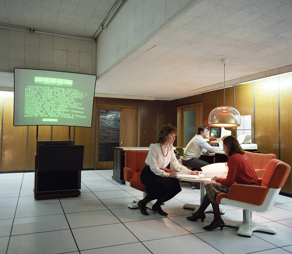 Studying the messages received through the Tele-TASS system from the Info-TASS data bank, 1988