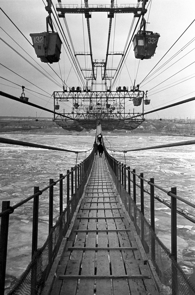 Stalingrad. The construction of Volga Hydroelectrostation named after V.I. Lenin. Aerial ropeway and pedestrial bridge over Volga, 1957