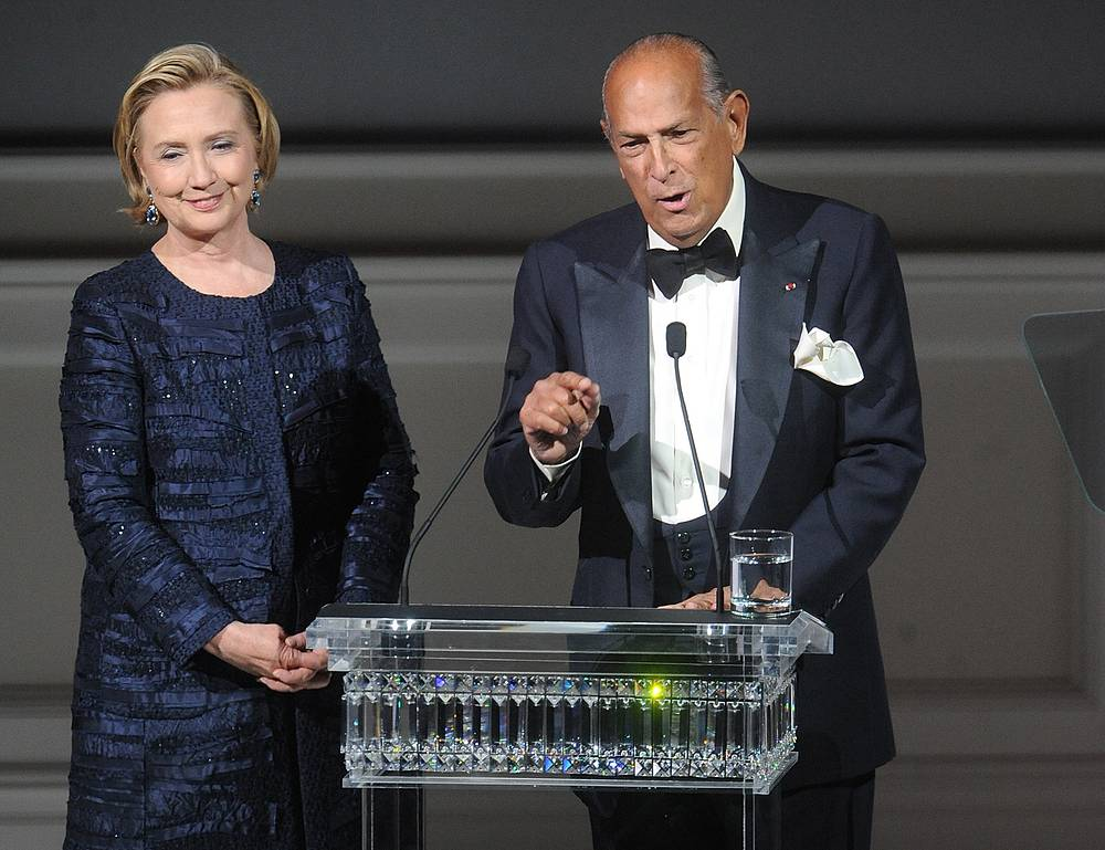 Photo: Former US Secretary of State Hillary Rodham Clinton and Oscar de la Renta at the 2013 CFDA Fashion Awards, New York, June 3, 2013