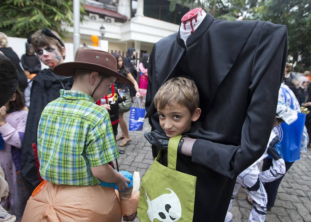 """Halloween's """"Trick or Treat"""" is the most popular tradition among the children in the urban areas as they travel from house to house for free candies and sweets. Photo: A group of children dressed for Halloween in Jakarta, Indonesia, October 31, 2014"""