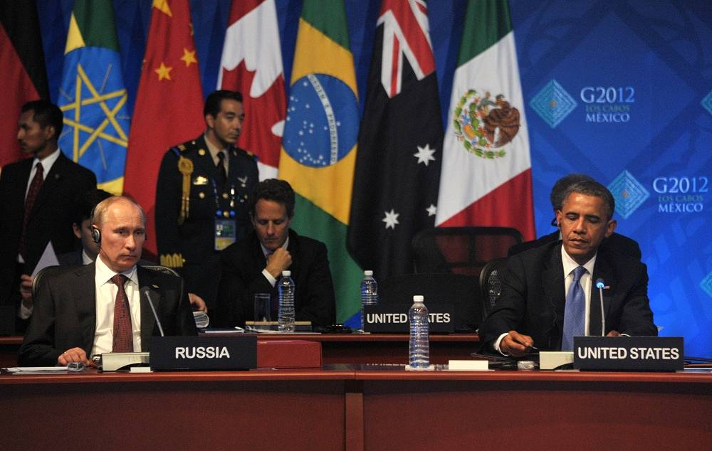 Vladimir Putin and Barack Obama at the first session of the G20 Summit in Mexico