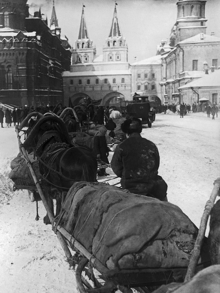 Cart with potatoes on the Red Square in Moscow, 1931