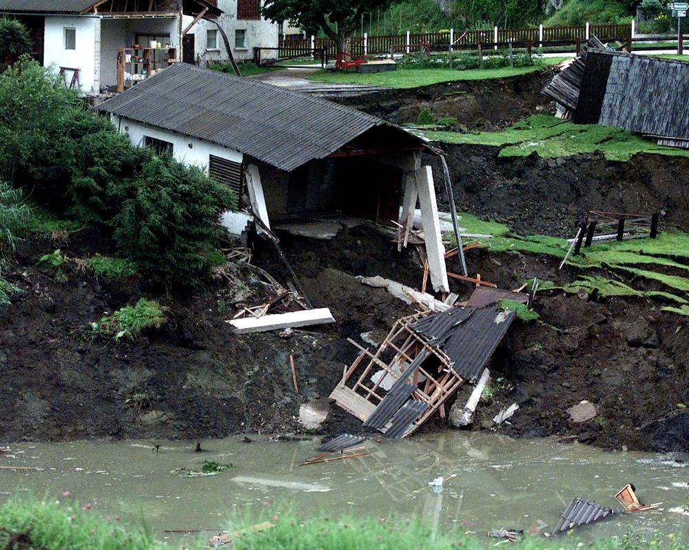 Collapse caused by failure of the mine in Austrian Lassing, 1998
