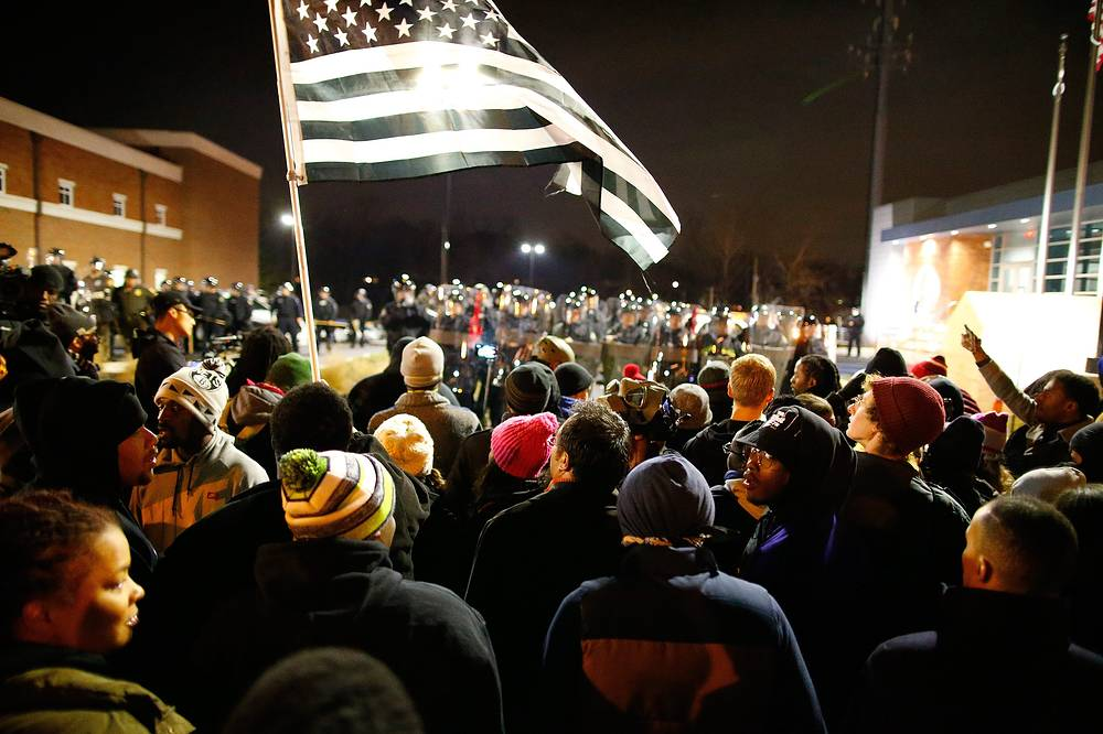 Photo: Protesters face a line of riot police in Ferguson, USA, 24 November 2014