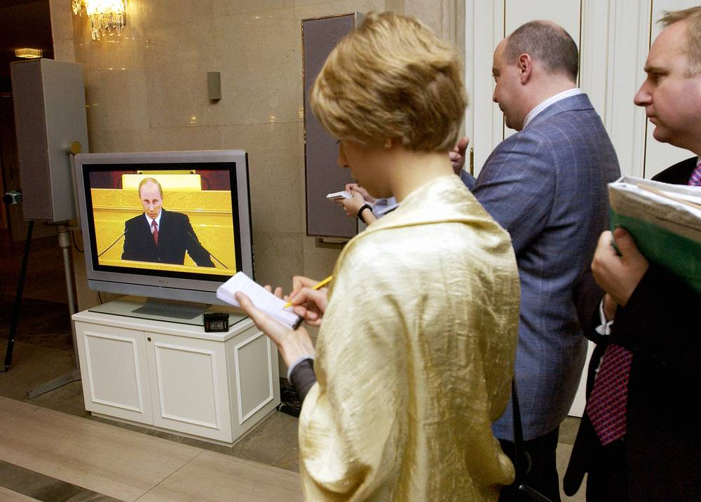 In 2005 Putin set the tasks of cancelling inheritance tax and nominating regional governors by parties, which won local elections. Photo: Journalists watching Vladimir Putin's state-of-the-nation address on TV. April 25, 2005