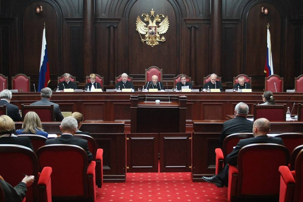 "Chapter 7. Judicial Power. ""Judges shall be independent and submit only to the Constitution and the federal law"". Photo: First session of the Constitutional Court of Russia after it was moved from Moscow to St Petersburg, 2008"