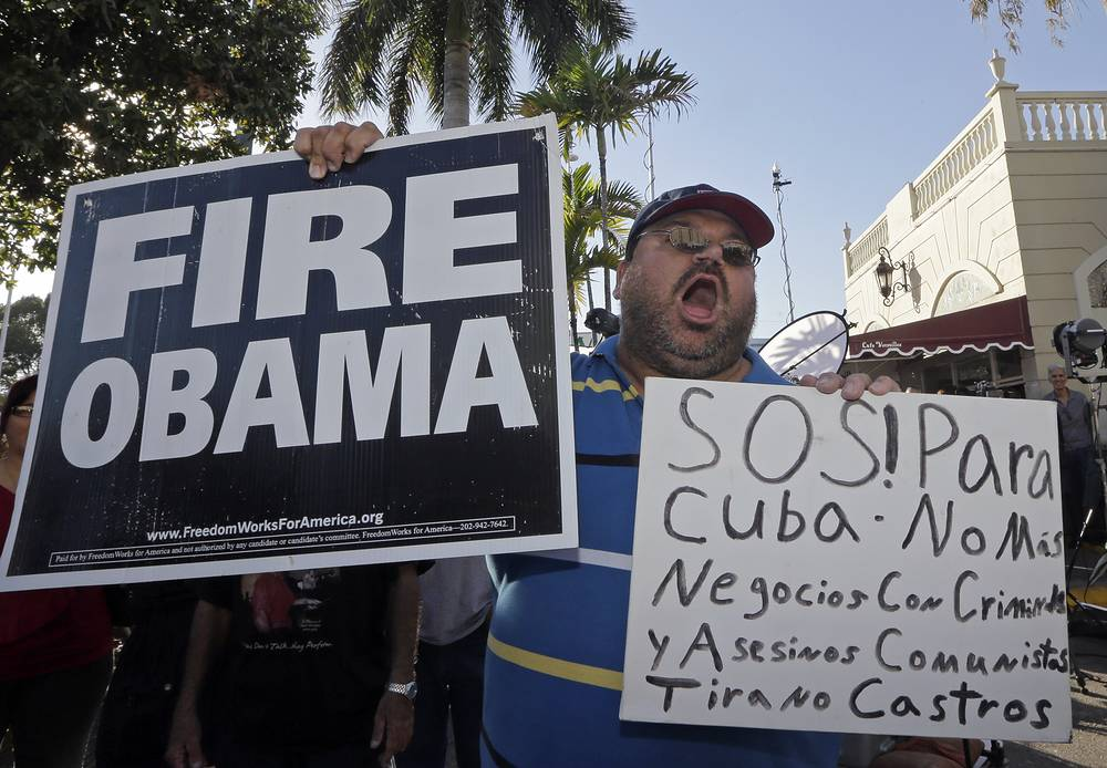 Photo: Anti-Castro protester expresses his disagreement with a surprise move announced by senior Obama administration officials that could pave the way for a major shift in US policy