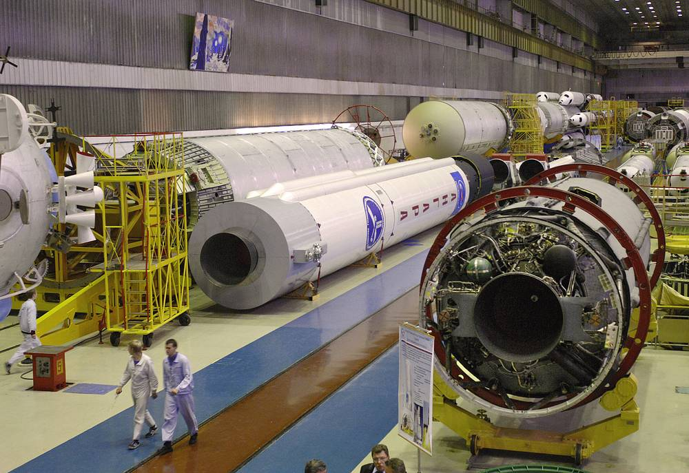 Angara family rockets are able to put from 3,8 to 24,5 tonnes into low Earth orbit. Photo: Angara heavy-lift launch vehicle at the Khrunichev State Research and Production Space Center