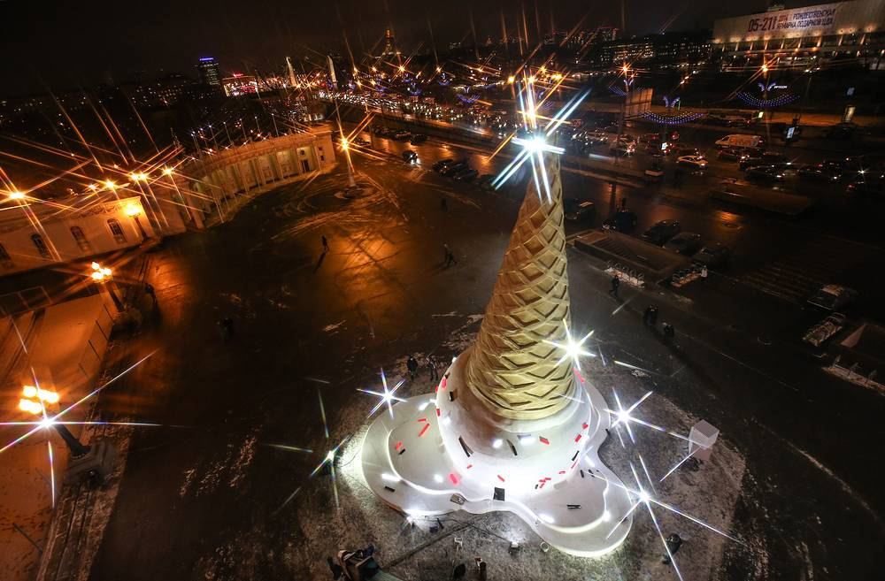 New Year tree, shaped as an ice cream cone, installed at the Gorky Park in Moscow