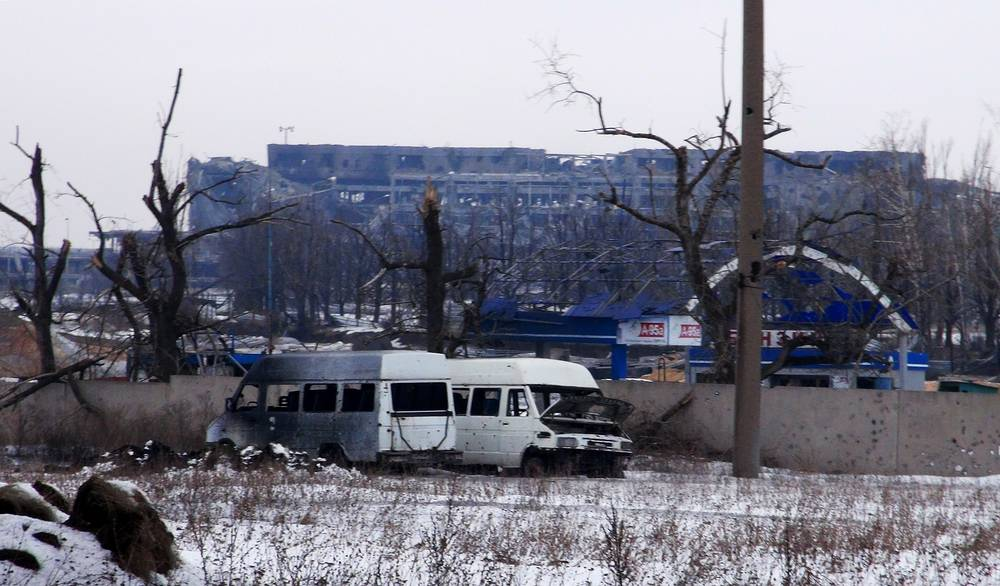 Photo: An area near the Donetsk airport where fighting continued between the Ukrainian government's troops and soldiers of the Donetsk People's Republic