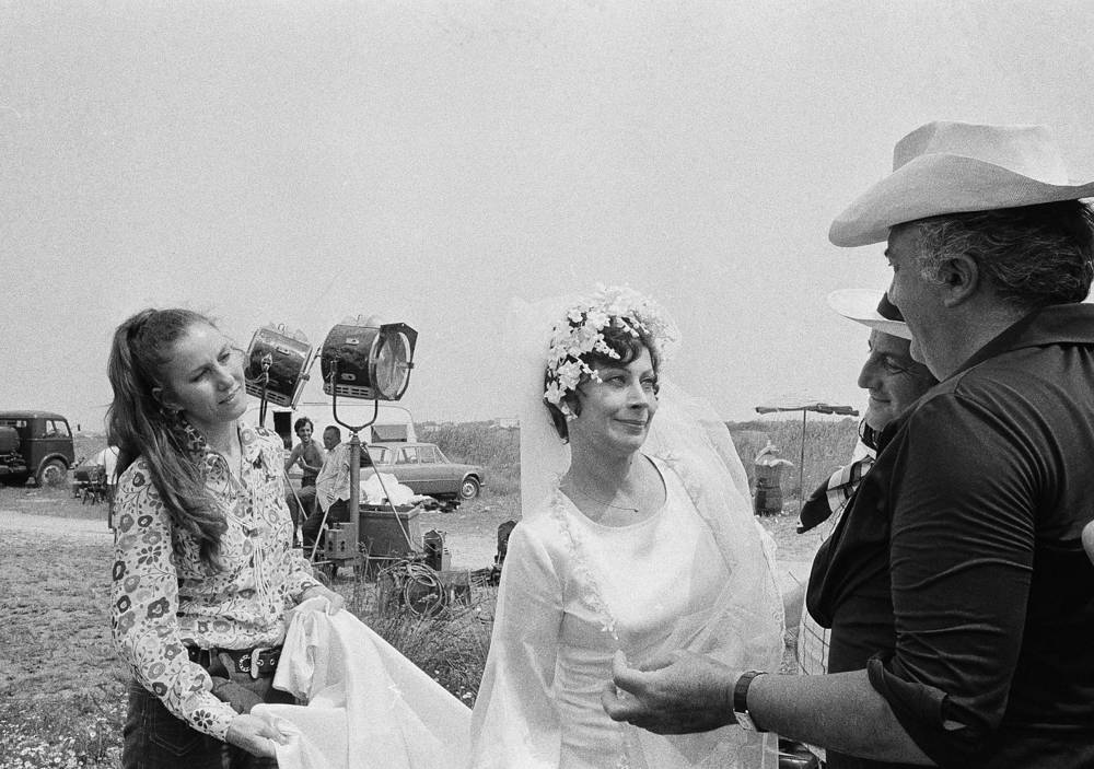 Fellini giving instructions to French actress Magali Noel on set of movie Amarcord near Bologna, Italy in 1973. The movie was awarded Oscar prize as best film in foreign language in 1974