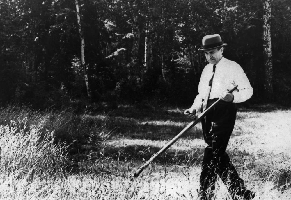 Andrei Gromyko served as Minister of Foreign Affairs of the Soviet Union in 1957–1985. Photo: Andrei Gromyko cutting the grass, 1971