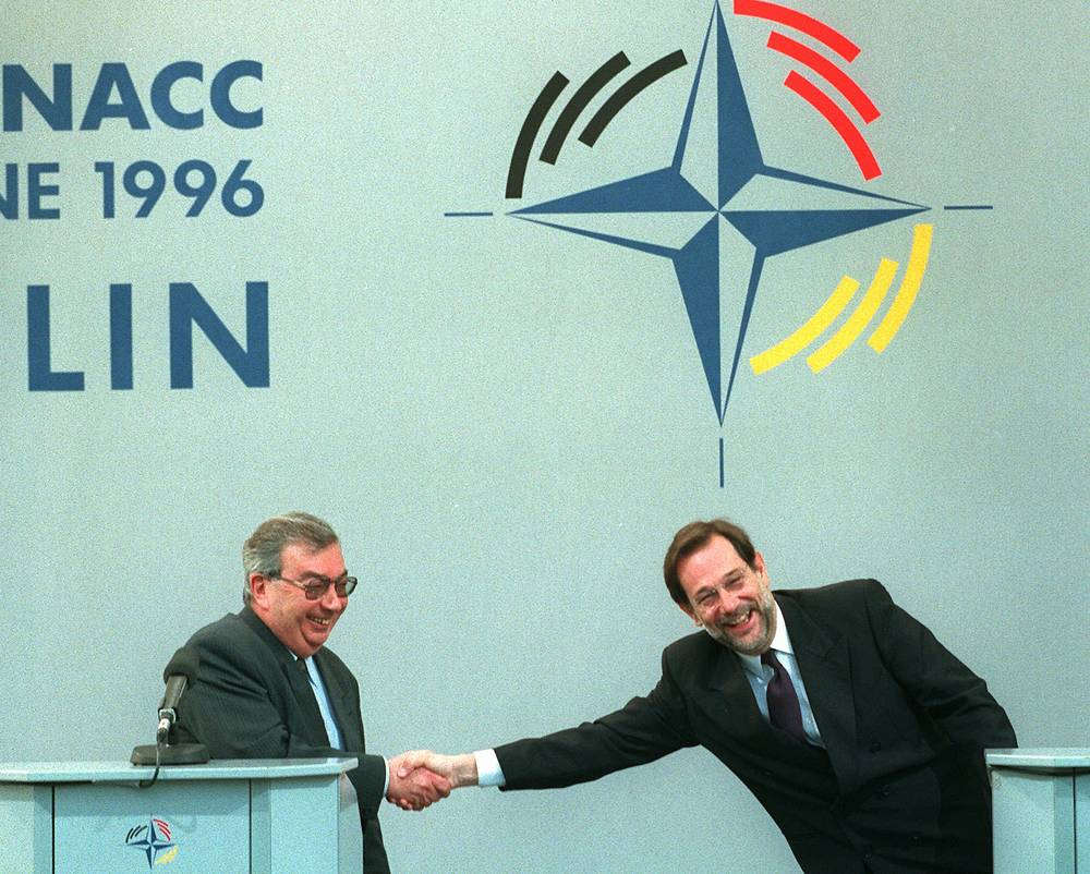 Yevgeny Primakov served as foreign minister in 1996 - 1998. He was an opponent of NATO's expansion into the former Eastern bloc, though on 27 May 1997 Russia and NATO signed the Foundation Act, a road map for future NATO-Russia cooperation. Photo: NATO Secretary General Javier Solana and Russian Foreign Minister Yevgeny Primakov in Berlin, 1996