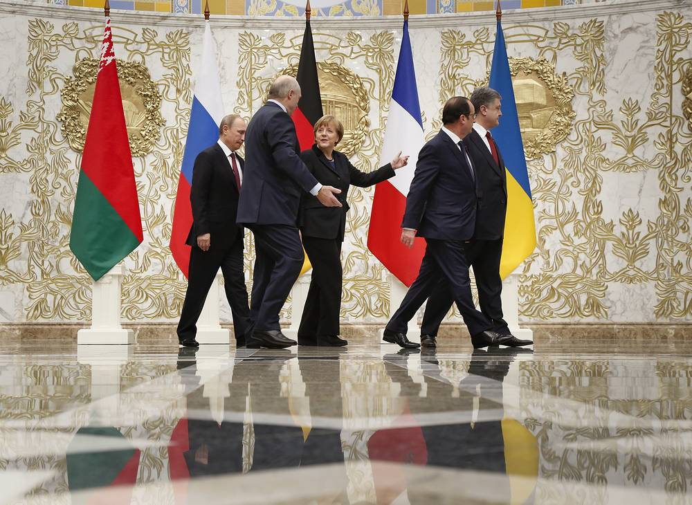 Talks lasted for 16 hours. Photo: Russian President Vladimir Putin, Belarusian President Alexander Lukashenko, German Chancellor Angela Merkel, French President Francois Hollande and Ukrainian President Petro Poroshenko speaking to each other during a time-break in their peace talks in Minsk, Belarus