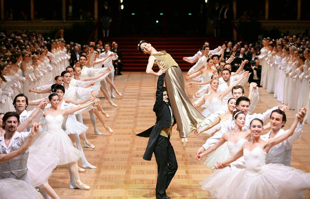 Ticket price is 250 euros, and the price of the own lodge is more than 18 thousand. euro. Photo: Dancers of the State Opera Ballet