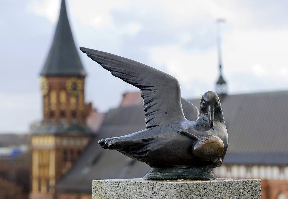 Kaliningrad, bronze figure of a seagull on a lighthouse