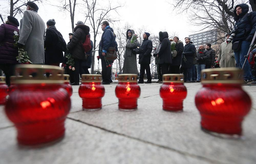 People outside the Sakharov Museum and Public Center to pay last respects to Russian opposition leader Boris Nemtsov