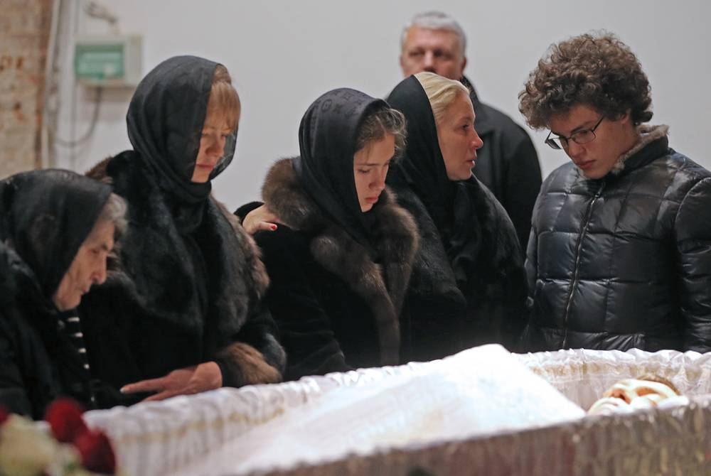 Boris Nemtsov's mother Dina Eidman, his secretary Irina Korolyova, journalist Yekaterina Odintsova with daughter Dina Nemtsova and son Anton Nemtsov at a mourning ceremony for Russian opposition leader Boris Nemtsov, at the Sakharov Museum and Public Center