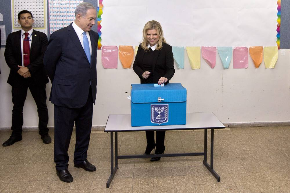 Israeli Prime Minister Benjamin Netanyahu and his wife Sara casting her vote for the Israeli parliamentary elections at a polling station in Jerusalem