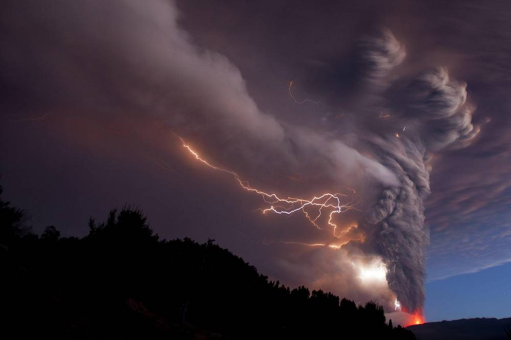 Puyehue-Cordón Caulle eruption started on 4 June 2011. 3,500 people were evacuated from nearby areasPhoto: Smoke billowing into the sky after the eruption of the volcano Puyehue - Cordon Caulle Rininahue in Chile, 2011