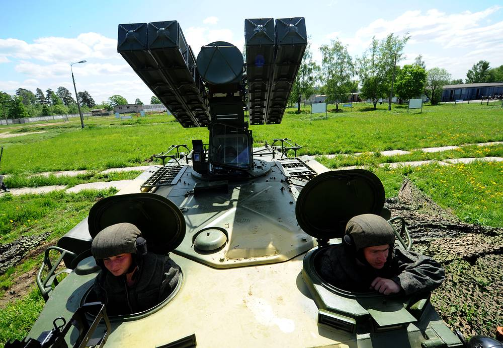 9K35 Strela-10 is a highly mobile, short-range surface-to-air missile system. Photo: Members of a Russian Army anti-aircraft missile regiment testing a Strela-10M3