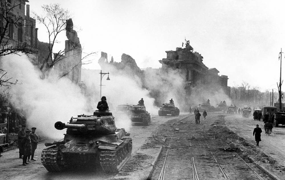 Soviet tanks passing by the Brandenburg Gate, 1945