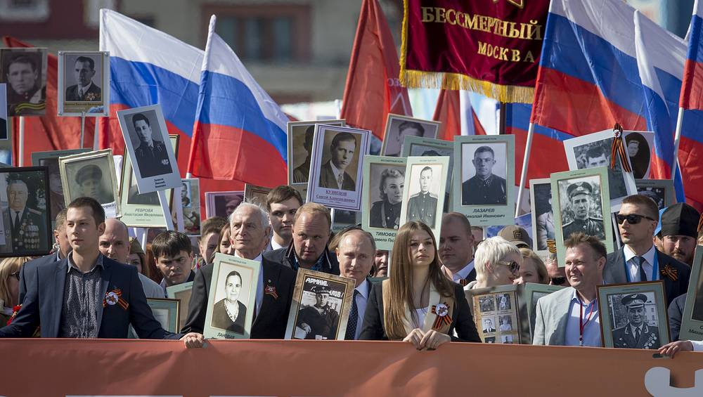 Vladimir Putin (center) also joined the rally