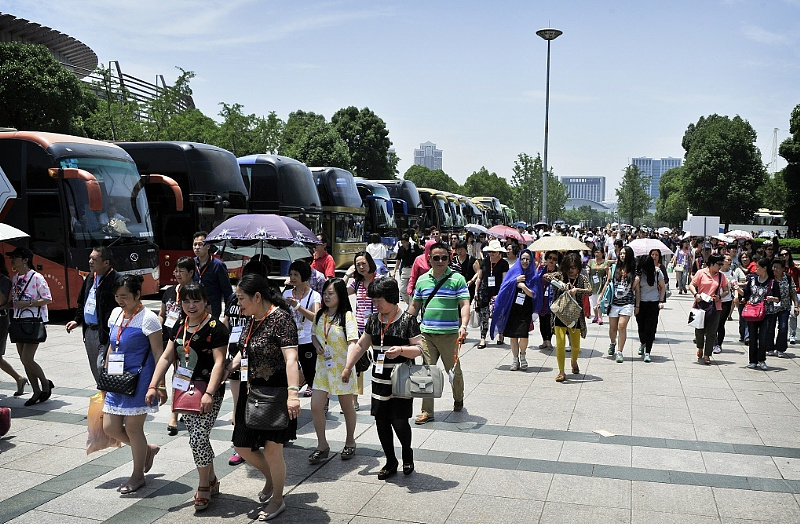 Visitors arriving at Yiwu Imported Commodities Fair 2015