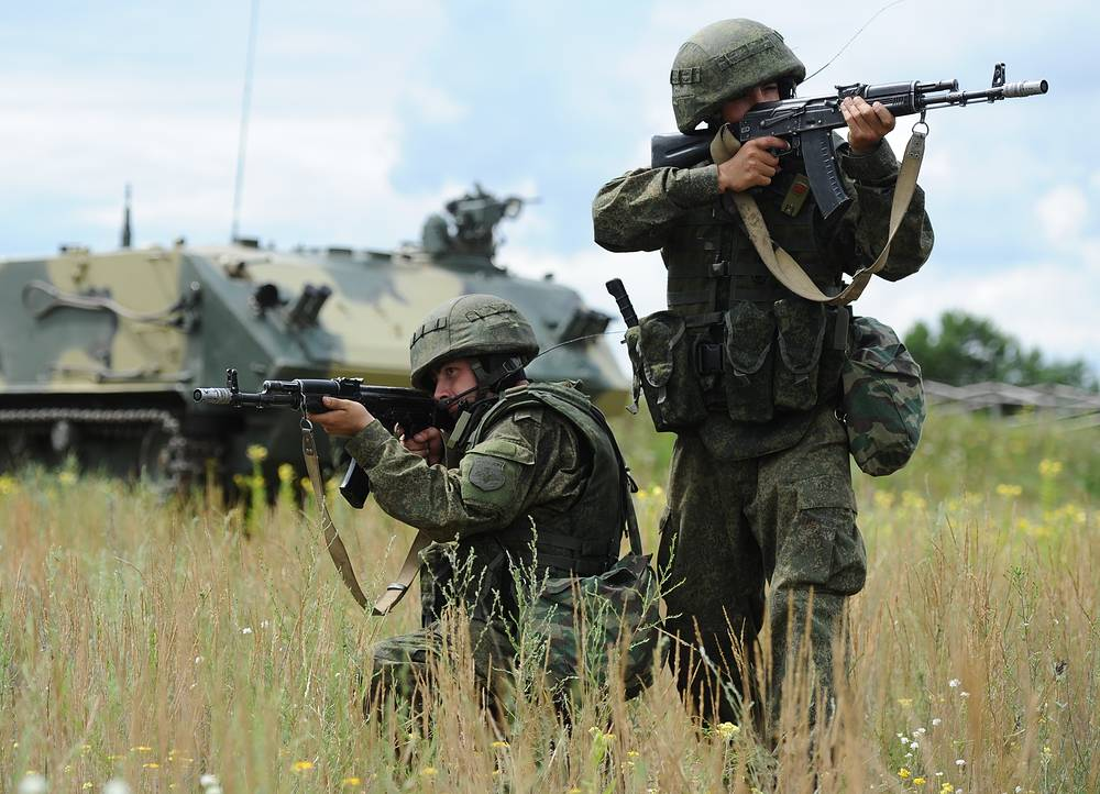 Russian Army commandos during a military exercise at Dubrovichi military range. The drill is being held in preparation for the 2015 International Army Games