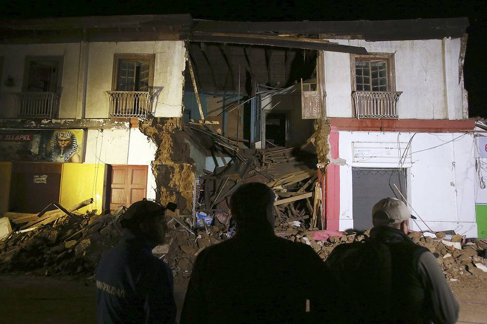 The death toll in Chile's earthquake has risen to at least five, with dozens of people injured
