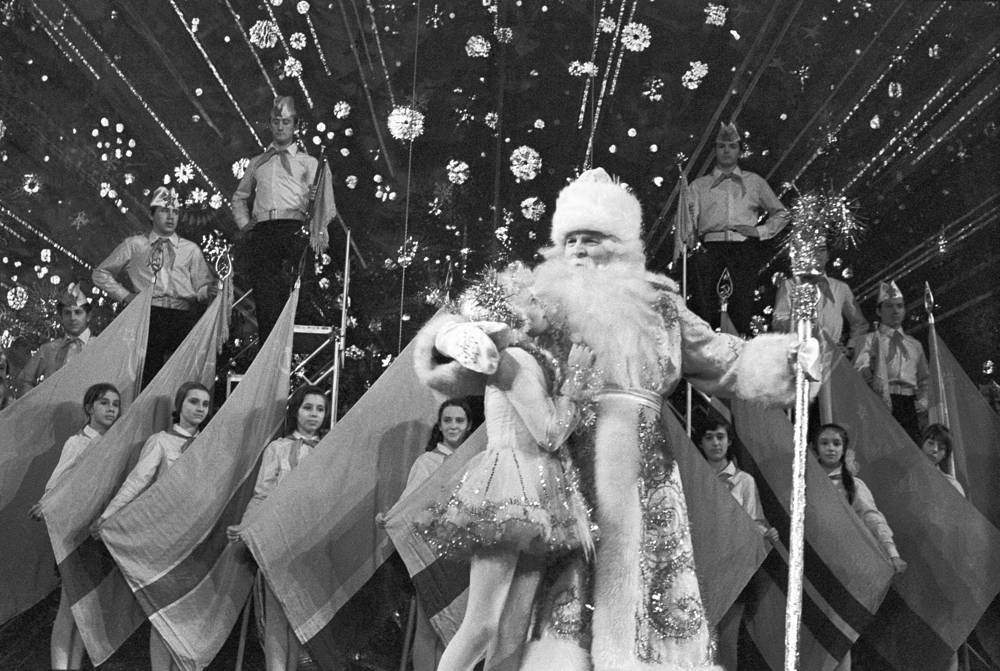 Grandfather Frost and Snow Maiden congratulating children on the New Year in the Pillar Hall of the House of Unions in Moscow, 1973
