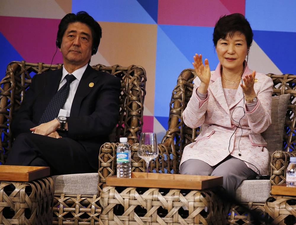 Japanese Prime Minister Shinzo Abe and South Korea President Park Geun-hye at ABAC dialogue at the 2015 APEC summit