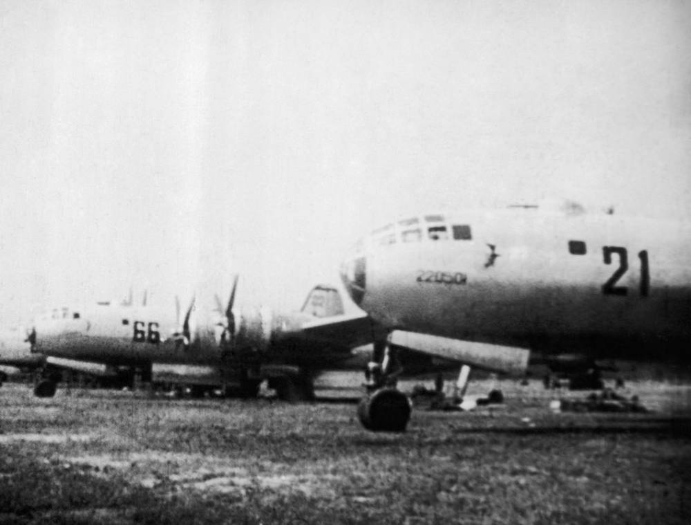 Tupolev Tu-4, a four-engine bomber served the Soviet Air Force from the late 1940s to mid-1960s. It was a reverse-engineered copy of the US-made Boeing B-29. Photo: A line of soviet TU-4s