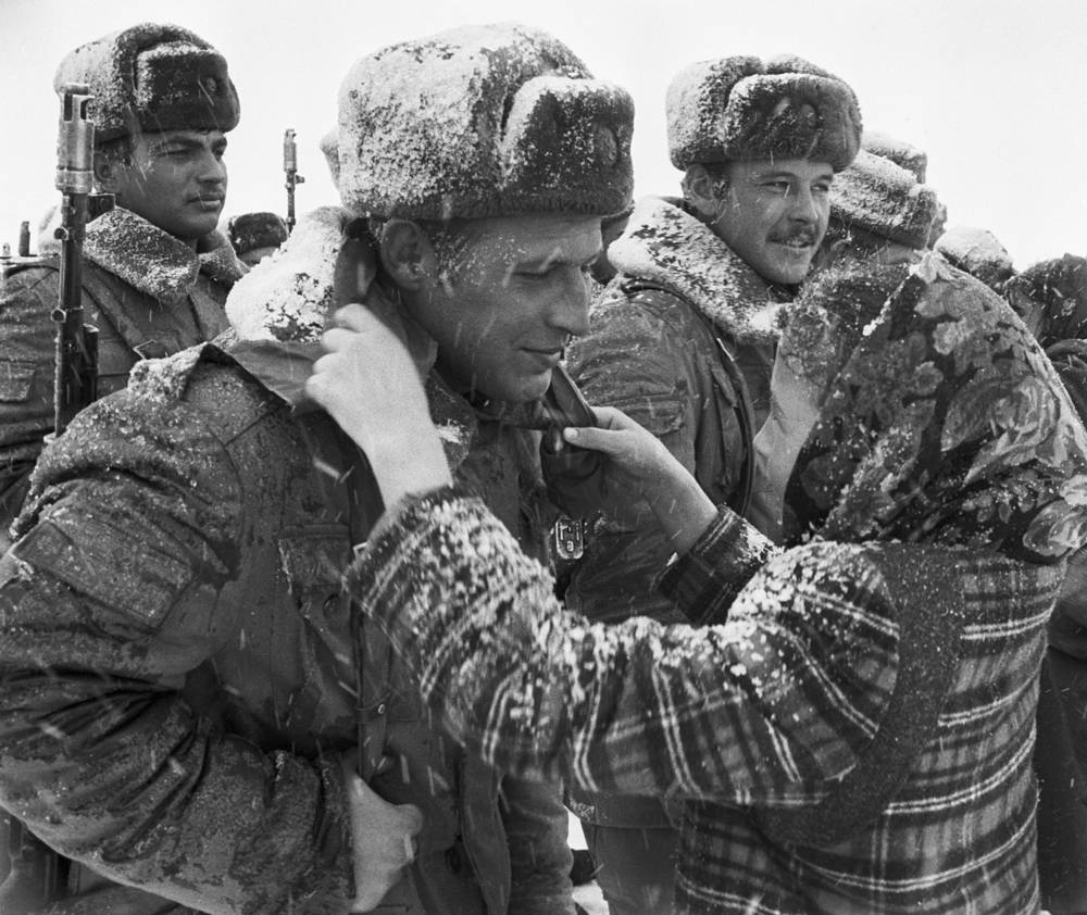 A girl presenting Soviet soldier with a red scarf in memory of their meeting in Kushka, Uzbek SSR