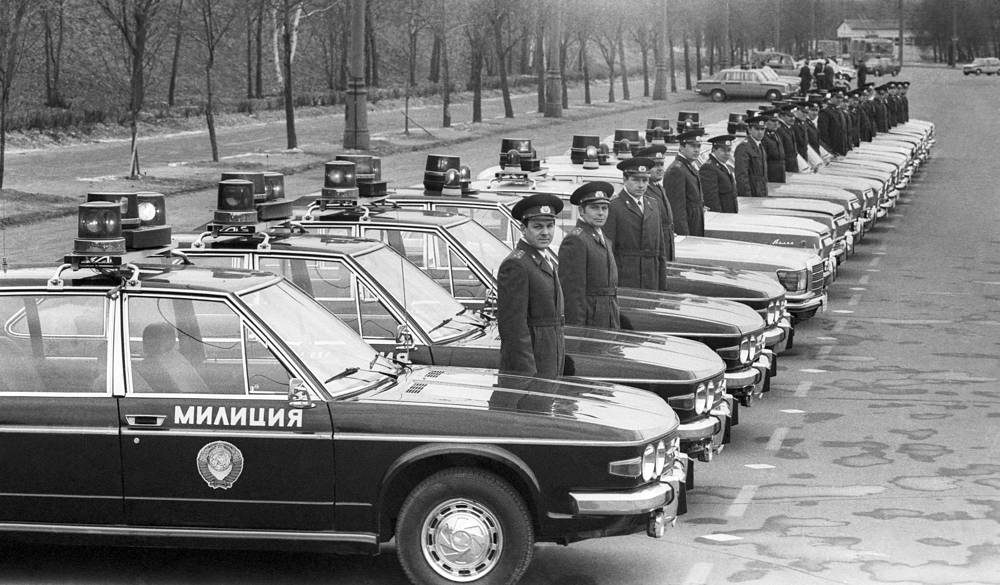Police patrols before going on duty 1987