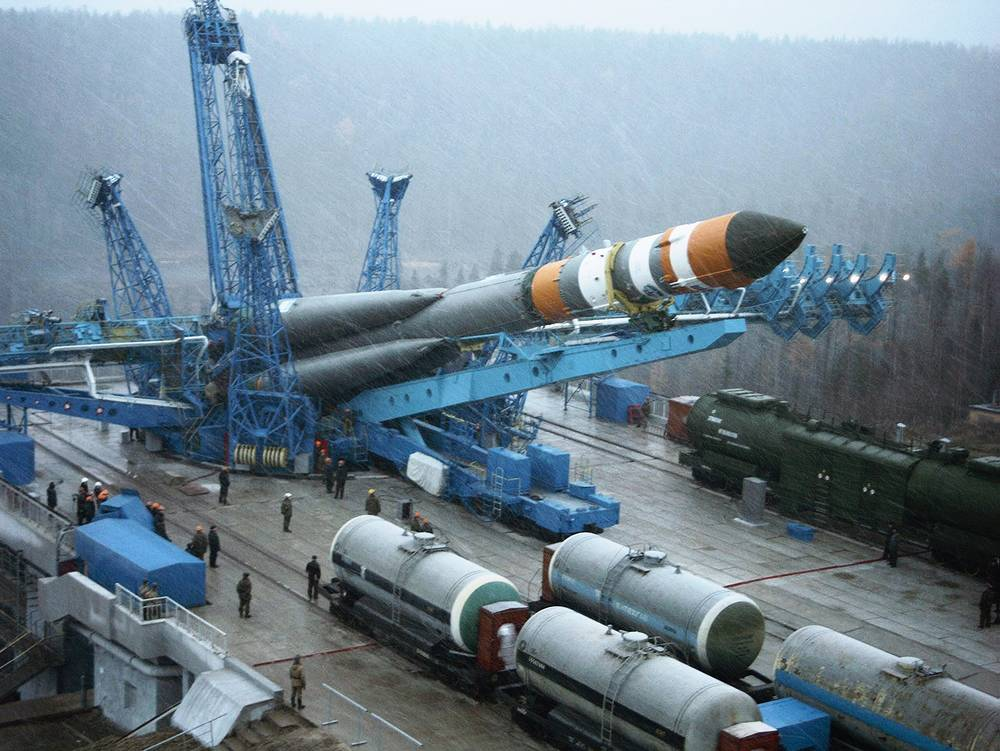 Soyuz-2 rocket delivered to the launching complex of the Plesetsk spaceport, 2004