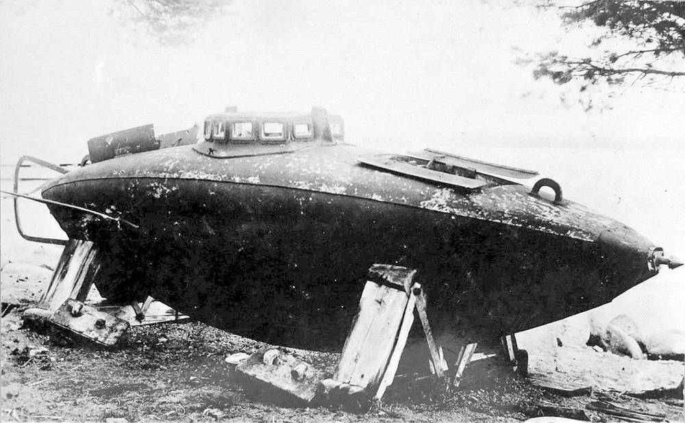 Drzewiecki submarine. Beginning in 1877, during the Russo-Turkish War, Stefan Drzewiecki developed several models of propeller-driven submarines that evolved from single-person vessels to a four-man model.
