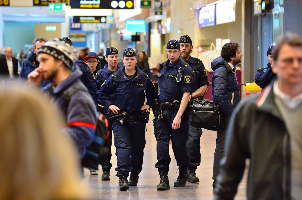 Swedish policeman at Arlanda airport outside Stockholm. Swedish poilce intensified their presence at airports in Sweden