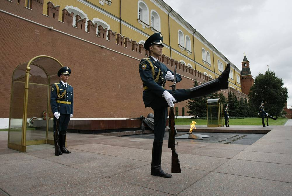 Russian Honor Guards change at the Tomb of Unknown Soldier at the Kremlin wall in Moscow